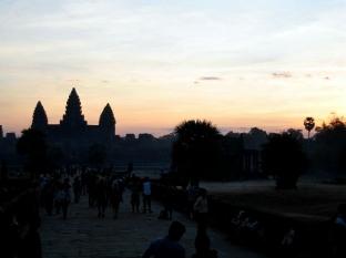 angkor-w-sunrise-paths