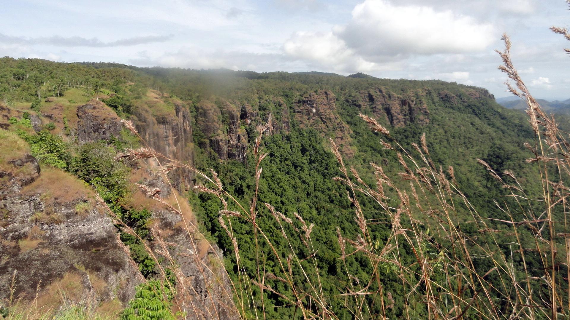 Hills - Trees - Cliffs