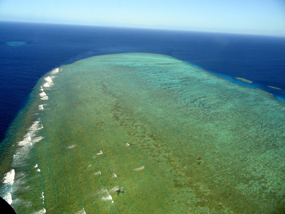 Over the Ribbon Reefs 1