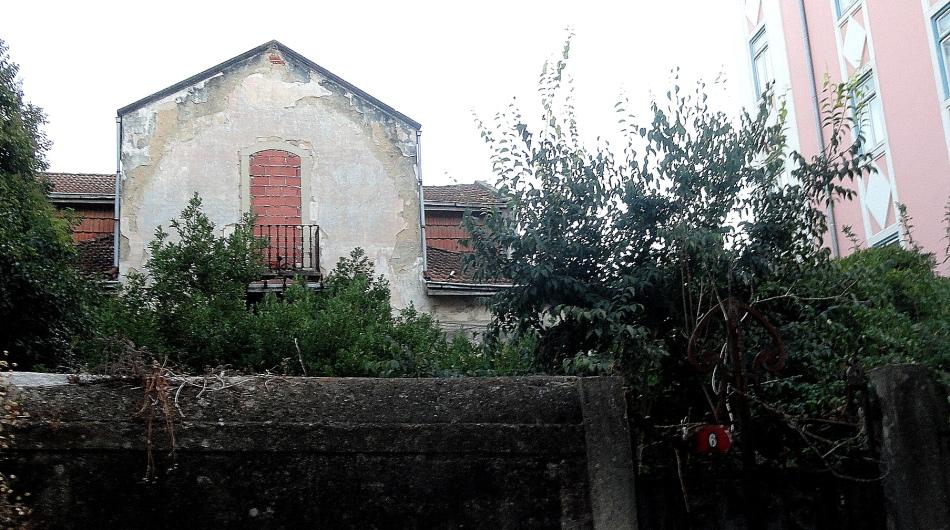 Bairro Alto Overgrown Lot