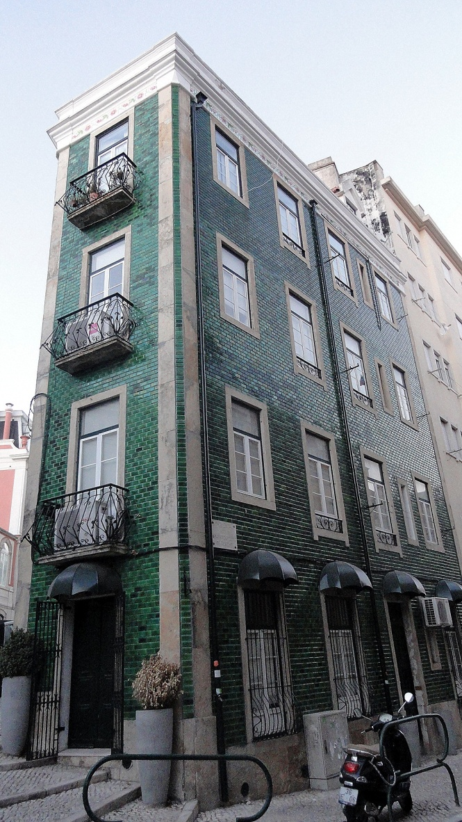 Corner Building w Tiles