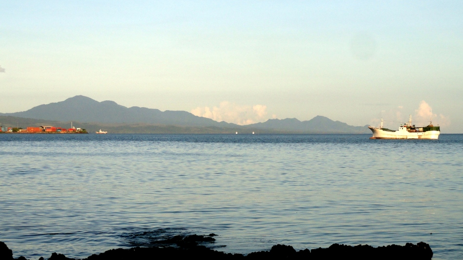Honiara Port, Wreck, Mountains