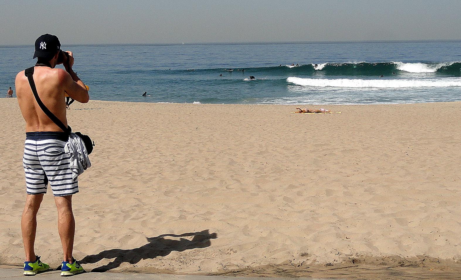 Manhattan Beach Tourist & Waves