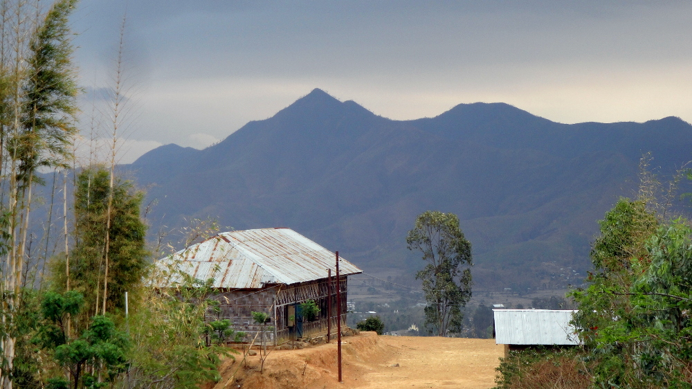 House, Valley, Hills on Hike - Pre-Monsoon Season