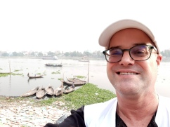 191119 Paul on Buriganga in KAM